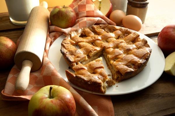 Домашняя выпечка. Яблочно-медовый песочный торт.