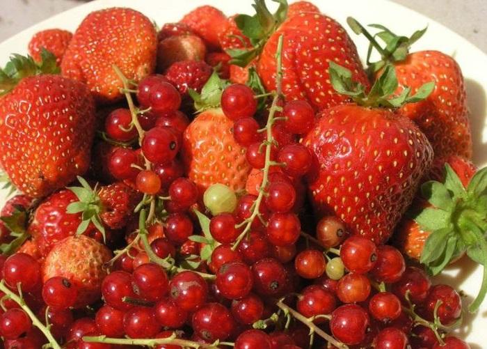Полезные ягоды. Рецепты с клубникой.