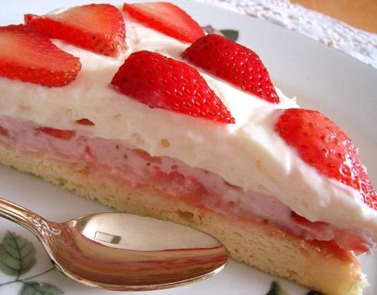 Домашняя выпечка. Пирог с клубникой.